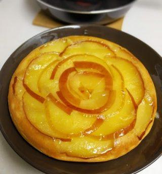 遅ればせながら、プライパンで簡単タルトタタン風りんごホットケーキ